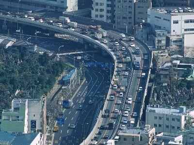 渋滞の首都高とすいてる一般道