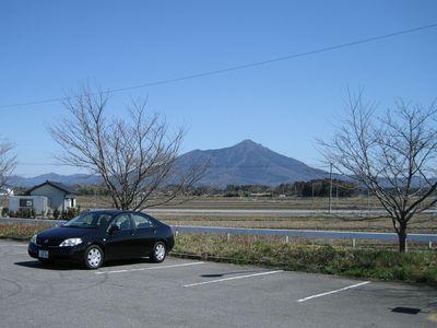 中上野ポケットパークより望む筑波山