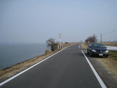 霞ヶ浦沿いの道