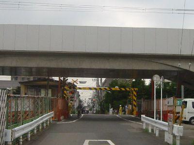 JR中央線・東小金井の踏切と高架線